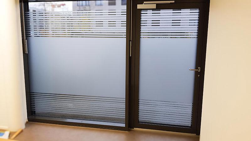 Sichtschutzfolie fuers Fenster blackstone
