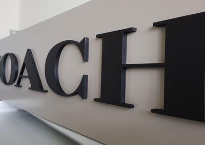 Acrylglasbuchstaben 10 mm auf Panele